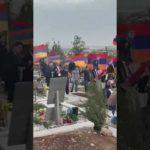 Թաղեմ քեզ.Տականք, մարդասպան. Ռոբերտ Քոչարյանին հայհոյելով ու անիծելով դիմաորեցին Եռաբլուրից (տեսանյութ)